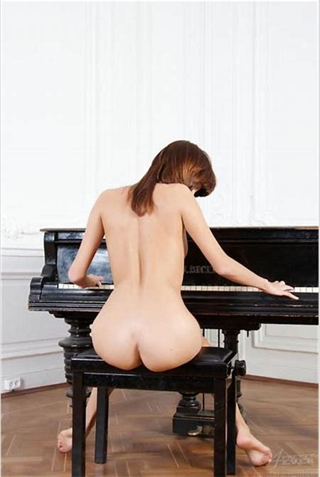 Red-Blooded Thing: Posts Tagged 'Piano'