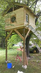 Redditor MrBuildIt has built a $300 DIY treehouse for his