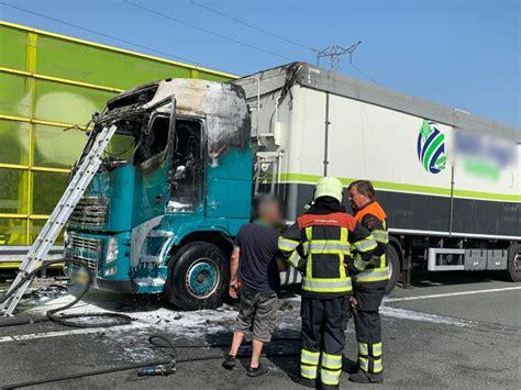brand verwoest vrachtwagen bij den bosch verbindingsweg tussen  en  weer open den bosch