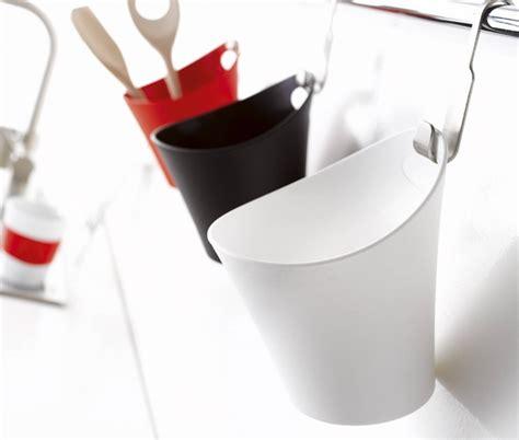 pot de cuisine pot en plastique avec une accroche prévue pour le
