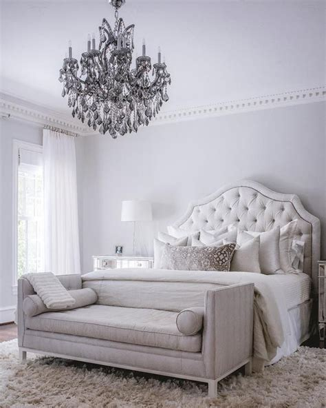 White Accent Pillows For Bed by The 25 Best White Tufted Bed Ideas On Quilted