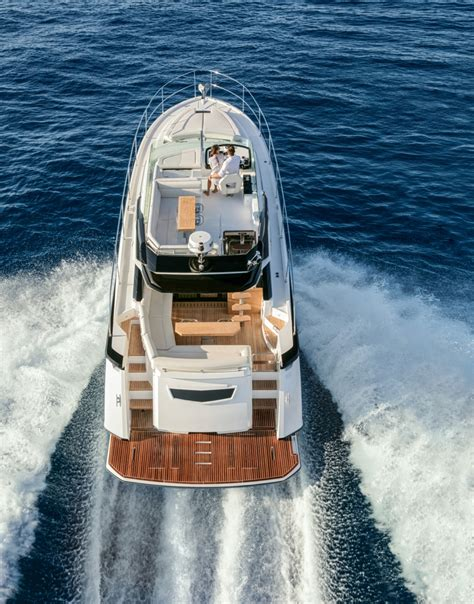 Miami Boat Show Beneteau by Miami Boat Show Debut Gt50 By Beneteau