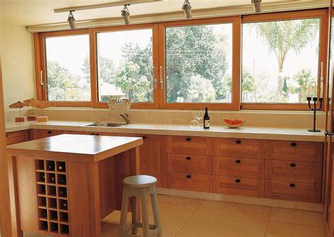 fenetre cuisine fenêtre bois sur mesure fenetres bois pas cher