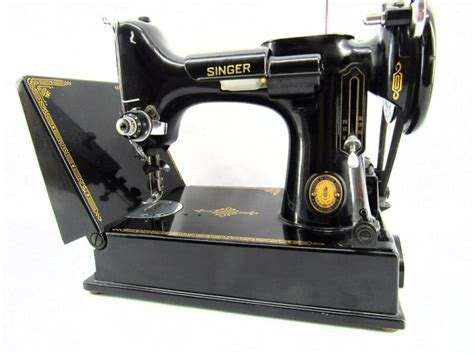 Vintage Singer Featherweight Sewing Machine W/scrolled