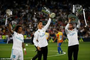 Real Madrid finally lift La Liga trophy   Daily Mail Online