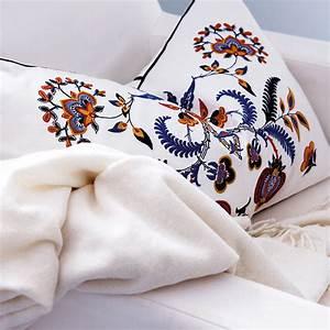 Coussin Rectangulaire Ikea : ikea rhabille mon salon avec des textiles fous fous fous housse de coussin brod alvine ~ Preciouscoupons.com Idées de Décoration