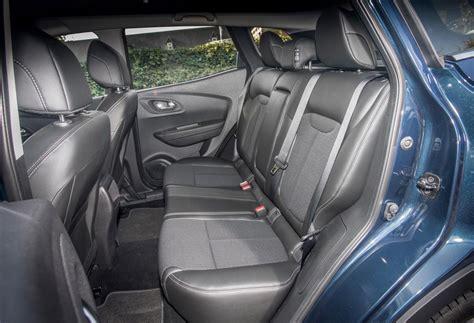 renault kadjar interior renault kadjar 4x4 review 2015 parkers