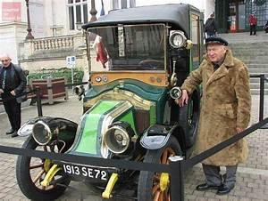 Taxi De La Marne : niort un taxi de la marne devant la mairie courrier de l 39 ouest ~ Medecine-chirurgie-esthetiques.com Avis de Voitures