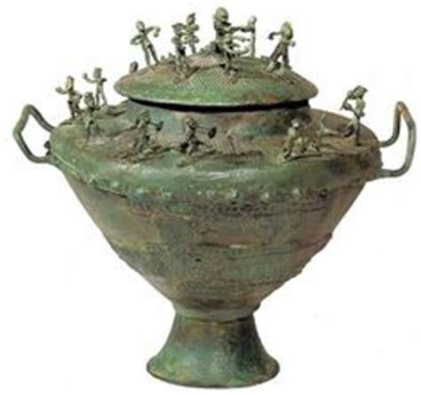 antichi vasi funebri urna cineraria de bisenzio h 710 a c roma museo de