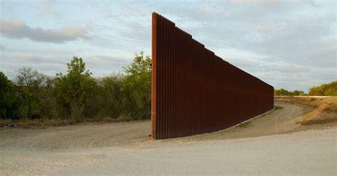 border mexico texas brownsville richard misrach near america along creadas objetos exhiben migrantes esculturas deadly posta nation rm petrochemical haunting