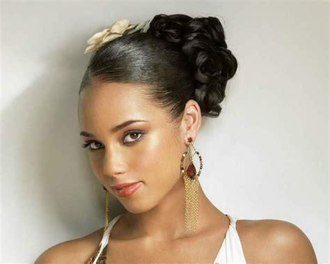 30 Super Sexy Alicia Keys Hairstyles   CreativeFan
