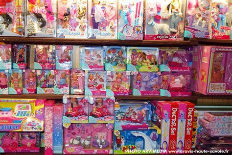 boutique magasin jouets souvenirs shirt domino la clusaz