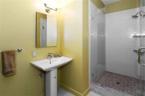 simple bathroom ideas for small bathrooms simple bathroom designs small bathrooms images 06