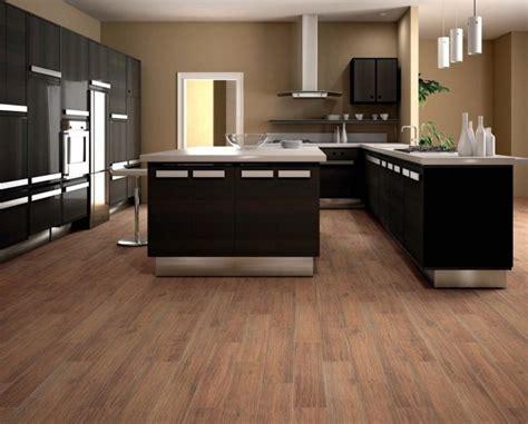 parquet dans la cuisine carrelage imitation parquet idées pour l 39 intérieur moderne