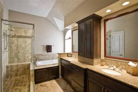 excellent   luxurious bathroom outlook