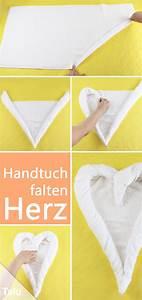 Herz Falten Origami : best 20 servietten falten herz ideas on pinterest origami geschenke origami herzen and ~ Eleganceandgraceweddings.com Haus und Dekorationen