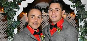 Las vegas weddings for lesbian and gay couples gay for Gay wedding packages las vegas