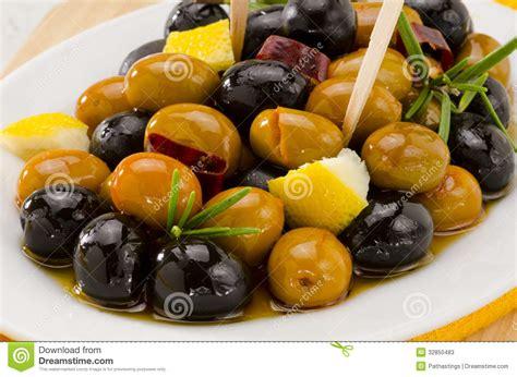 cuisine espagnol cuisine espagnole olives marinées photos stock image