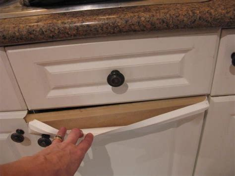 Laminate Cupboard Paint by How Do You Paint Laminate Kitchen Cupboards When They Re