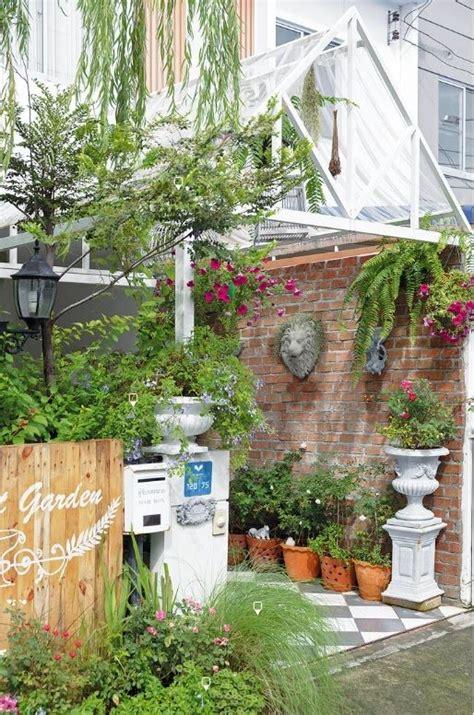 จัดสวนเอง หน้าบ้านทาวเฮาส์ พร้อมพรรณไม้ปลูกในกระถาง ในปี ...