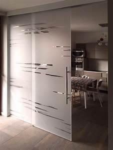 diveidere cucina e sala con porte scorrevoli in vetro,