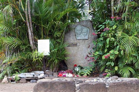 jacques brel iles marquises tombe du chanteur jacques brel 224 hiva oa marquises tahiti heritage