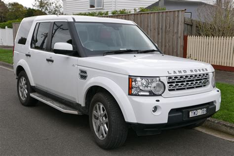 land rover discovery 4 checkist of car and bike accessories for roadtrips triphobo