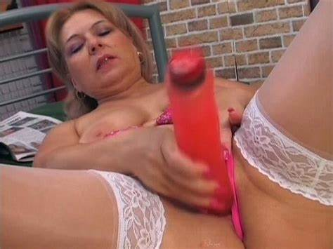 Pink Teens Helping An Old Senior Elza Playing In Her Juicy Twats