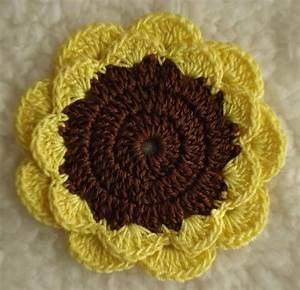 Layered Petal Flower Crochet Pattern Gives Instructions