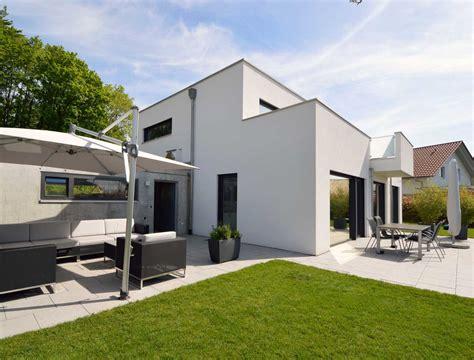 einfamilienhaus mit doppelgarage einfamilienhaus mit doppelgarage auf eggen architekturb 252 ro herzog