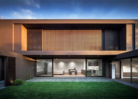 Fassade Modern by House Colors Amazing Modern Facade In Brown