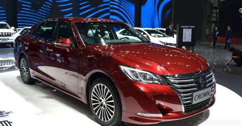 toyota crown features specifications  images