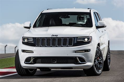 Watch Justin Bell Flog A Jeep Grand Cherokee Srt8 (wvideo