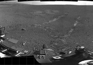 Curiosity rover takes first short spin around Mars ~ what ...