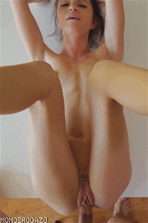【エロ画像】巨乳女をm字開脚させてクリクリ弄りまくったり水中挿入にディルドオナニーで激しく乱れまくる女に外人女