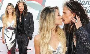 Steve Tyler shares a kiss with Aimee Preston in LA | Daily Mail Online