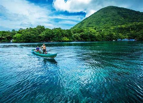 serunya pulau banda neira  berlibur tempat wisata