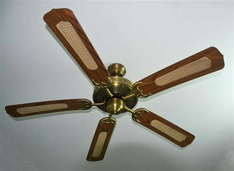 how to repair ceiling fan how to easily fix a wobbly ceiling fan iseeidoimake