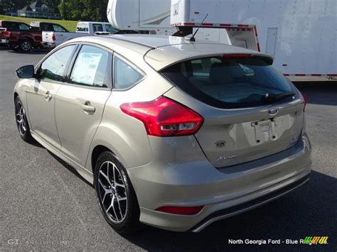 Ford Focus Colors by 2015 Tectonic Metallic Ford Focus Se Hatchback 105081854