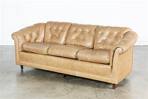 Sofa Vintage Leder : vintage tan leather tufted sofa vintage supply store ~ Indierocktalk.com Haus und Dekorationen