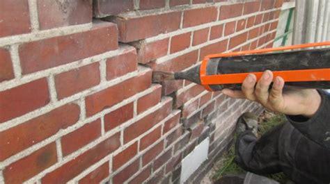 Schuur In Muur Repareren by Herstel Van Grote Scheuren In De Voorgevel Door
