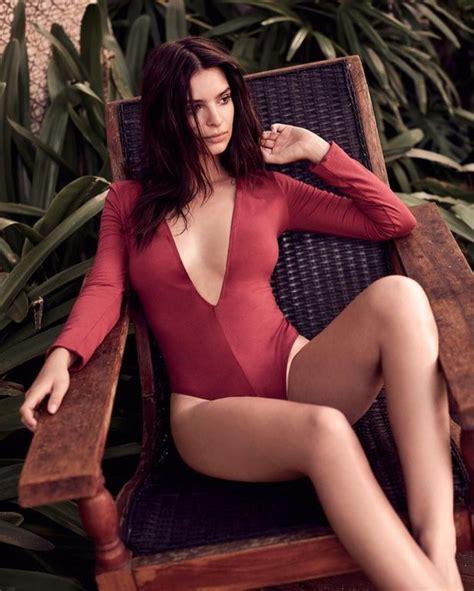 Emily Ratajkowski flaunts cleavage in sizzling photoshoot ...