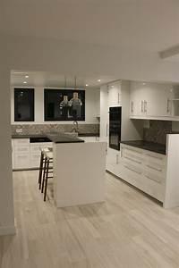 Cuisine Blanche Plan De Travail Gris : cuisine blanche plan de travail gris effet b ton sol ~ Melissatoandfro.com Idées de Décoration