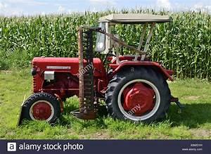 Bauernhof Berlin Kaufen : alten traktor mit m hwerk vor einem maisfeld jahrgang mccormick traktor bauernhof maschine ~ Orissabook.com Haus und Dekorationen