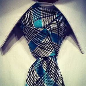 Learn How To Tie A Trinity Knot  Step