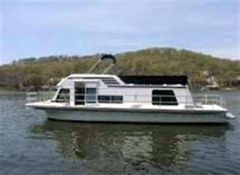 Fishing Boat Rentals Osage Beach Mo by Lake Of The Ozarks Houseboats Are Some Very Lucky House