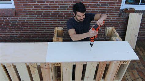 theke selber bauen paletten bar aus paletten selber bauen palettenbar diy palettenm 246 bel in theke wohndesign ideen