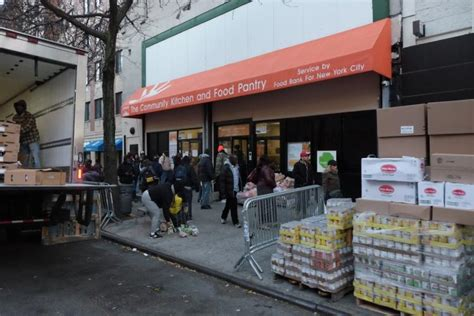 food pantry nyc study shows nearly 500 000 n y workers can t afford
