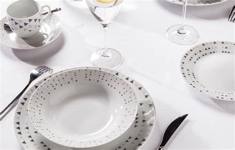 cuisine de a z noel yong une table tout de blanc vêtue le déco