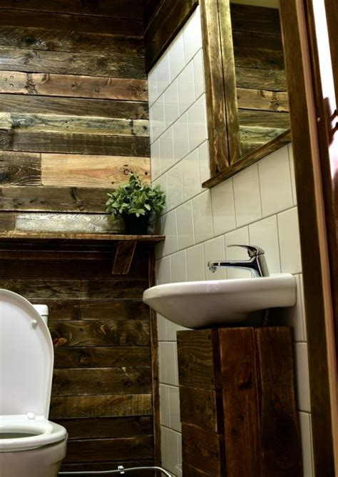 bathroom wall decor  recycled pallets upcycle art